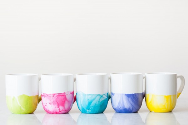 http://www.thesweetestoccasion.com/2015/08/diy-marble-dipped-mugs/