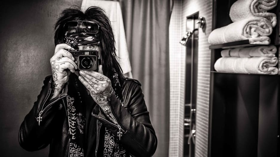 p-1-motley-crueand8217s-nikki-sixx-has-some-hard-earned-lessons-for-battling-the-opioid-crisis.jpg