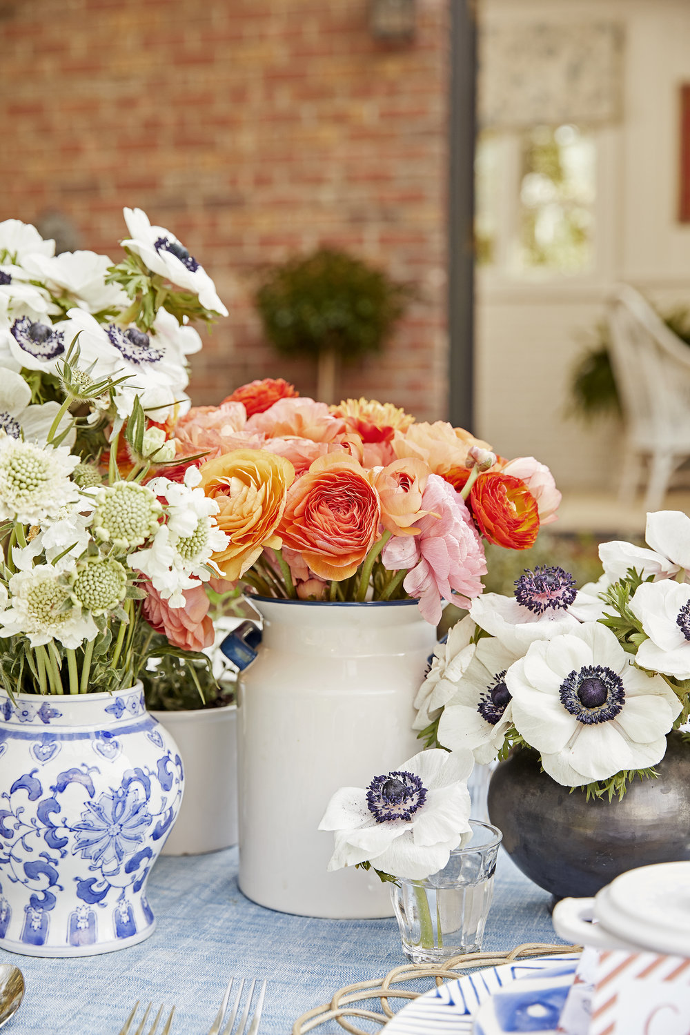House beautiful tablescape pencil paper co the first step in creating a beautiful table setting is to start with an overall color palette as you know by now were huge fans of blue and white and izmirmasajfo Gallery