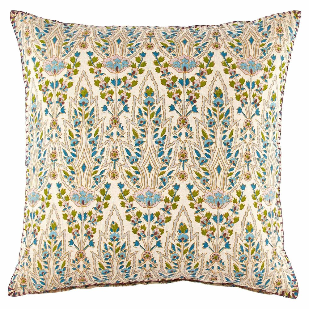 Zoom_PILLOW_Verdin_Lina_Peacock.jpg