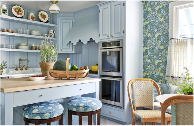 mark d. sikes  in veranda / photo: Amy neunsinger / the scallop detail in this kitchen made our hearts skip a beat!