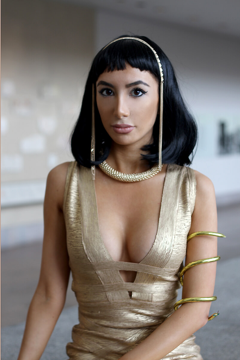 Cleopatra look by fashion blogger Ulia Ali. At the Met Museum. Sackler Wing fashion, The Temple of Dendur.