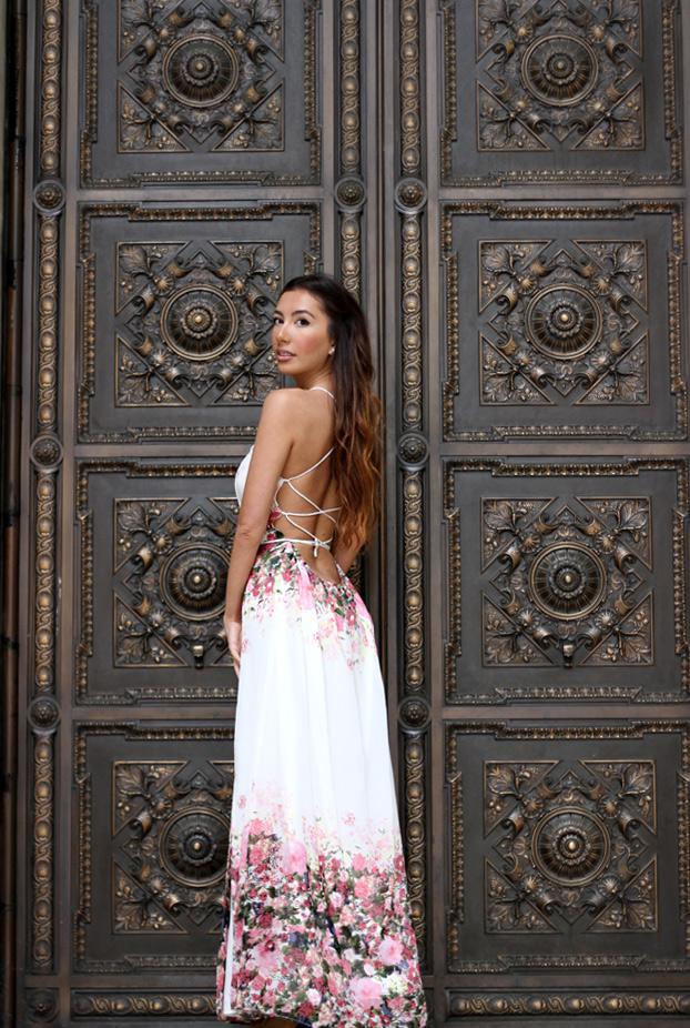 New York Public Library. Fashion blogger photoshoot