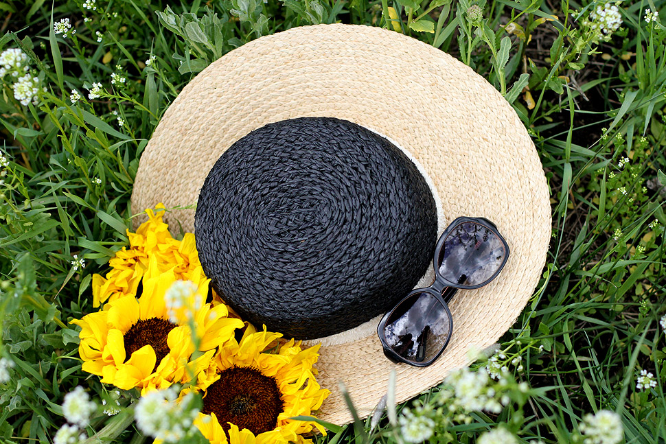Zara hat, sunflowers. Details of the look