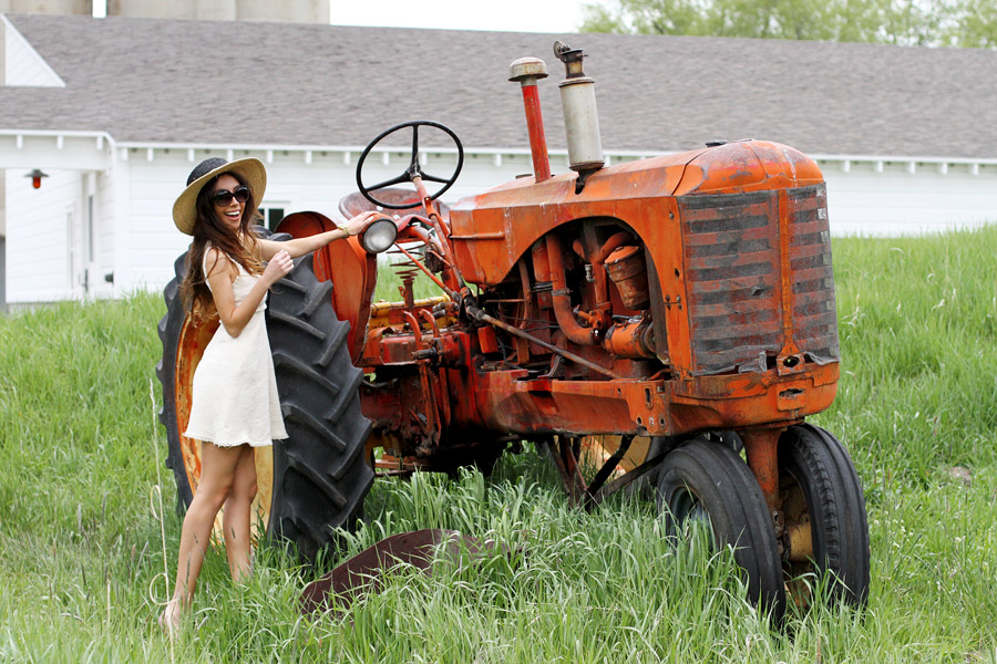 Farmer girl life! Fun outfit post.
