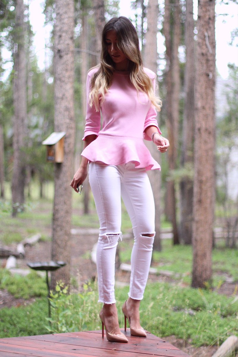 Blogger Ulia Ali wearing pink peplum top and white skinny jeans. Hot look!