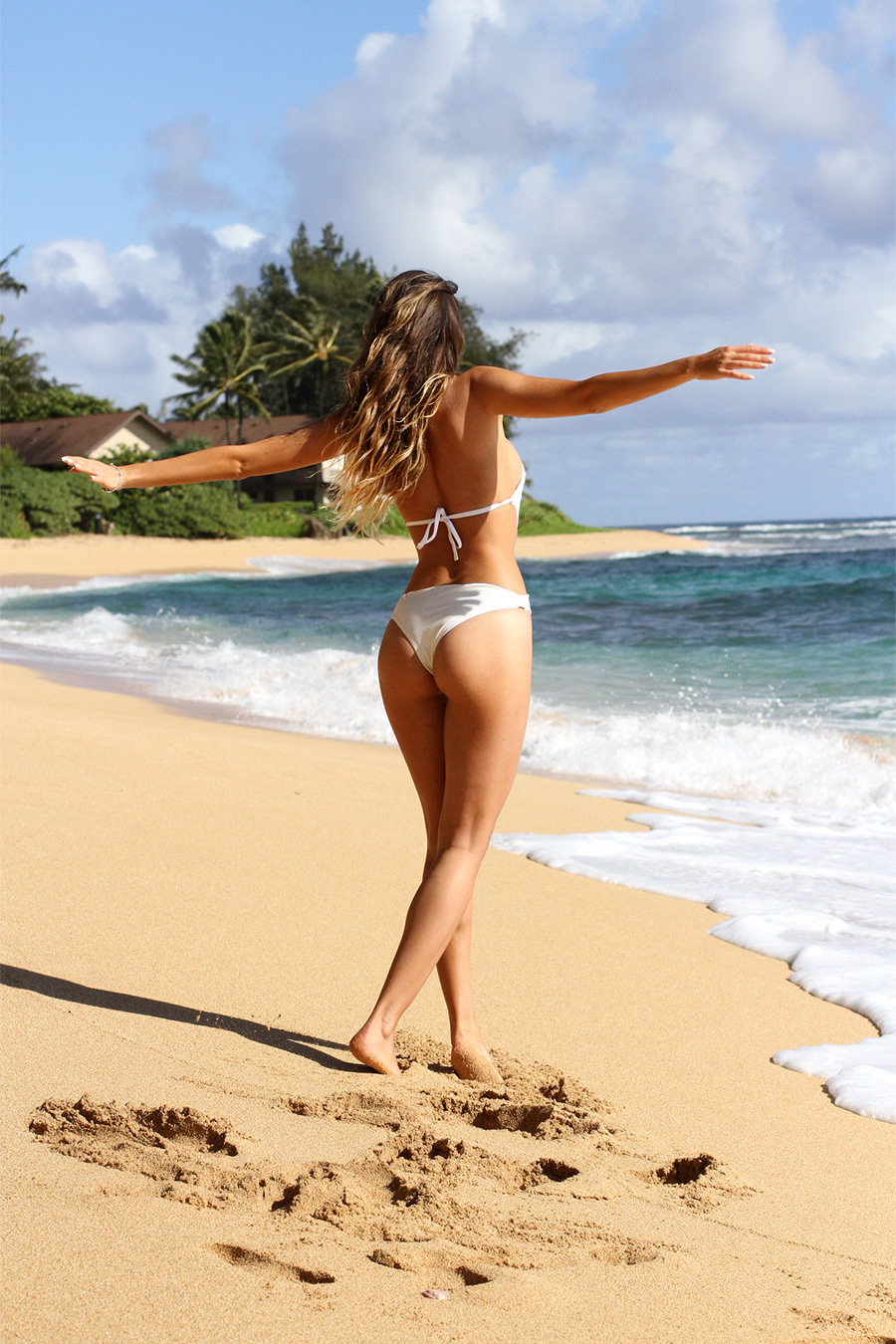 Ulia Ali is a beach bunny. Hawaii bum