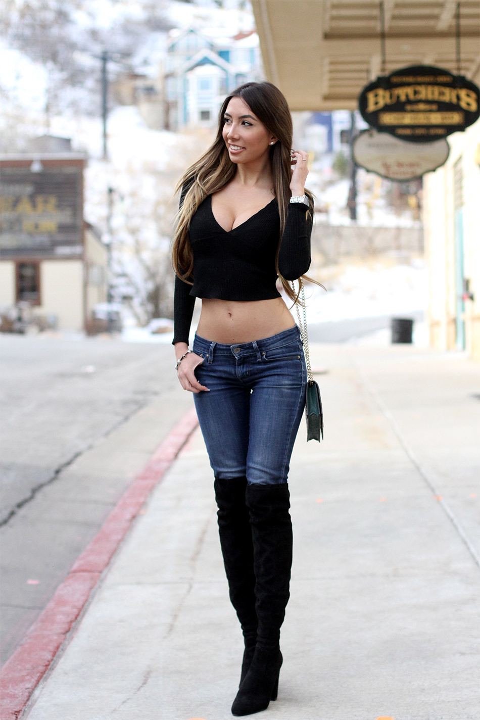Black crop sweater. Fashion in Park City.