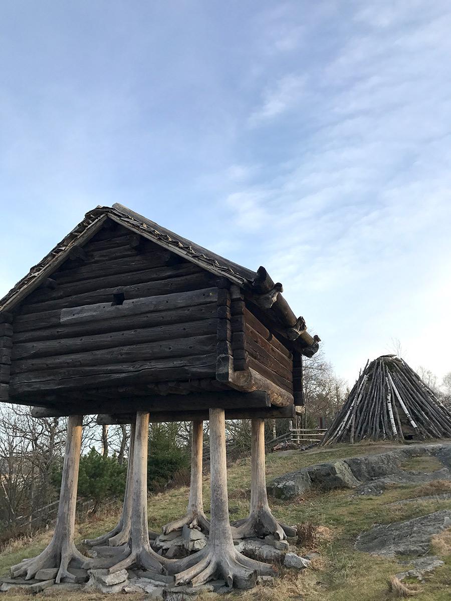 Skansen Избушка на курьих ножках в Стокгольме.