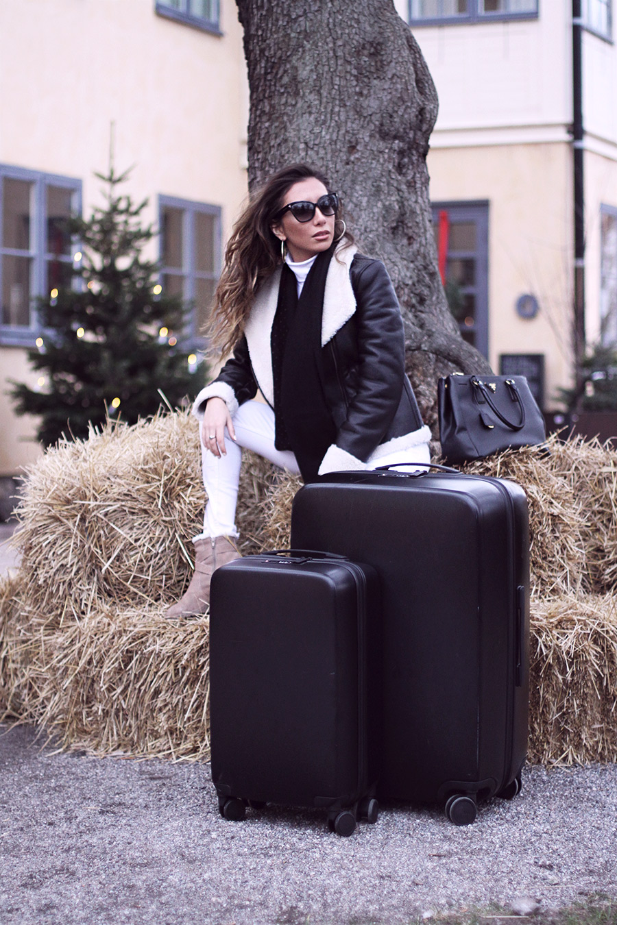 Blogger review on Raden suitcases. A50 set in matte black