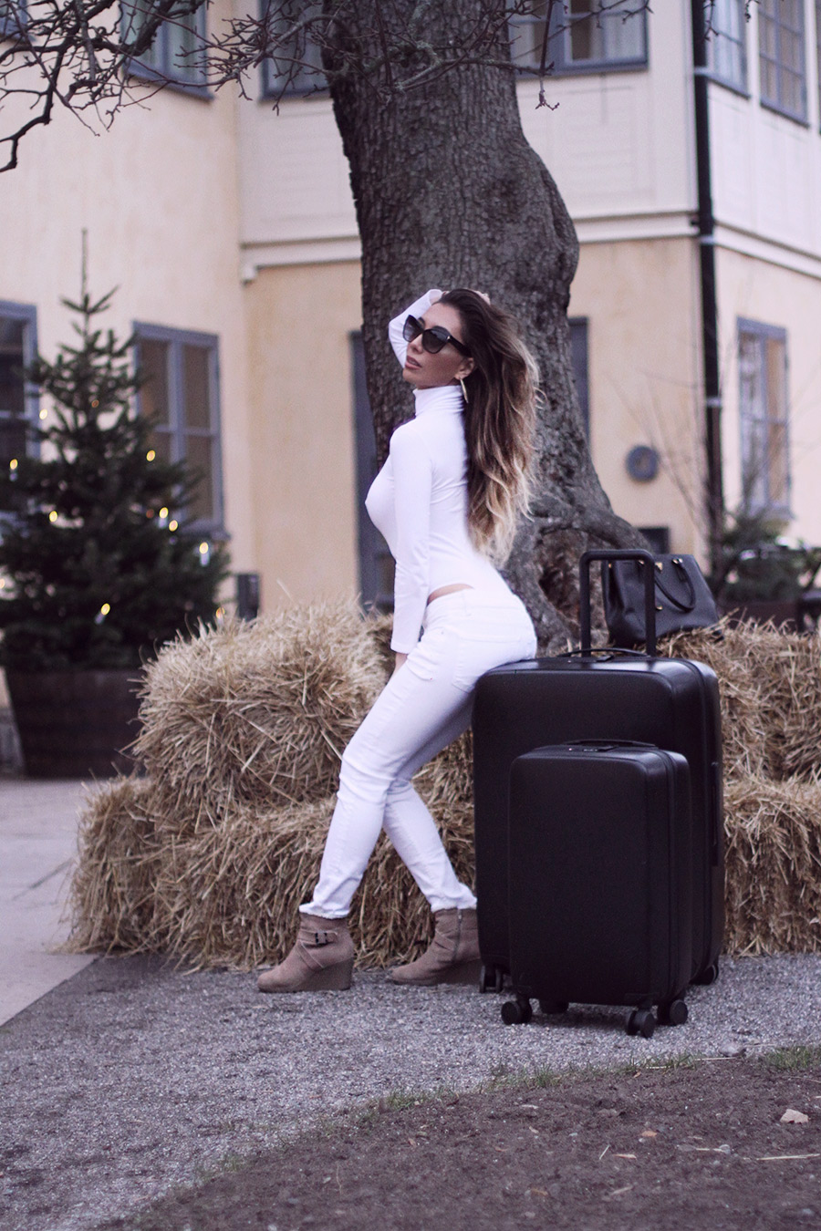 Raden suitcases and Ulia in Oroblu bodysuit