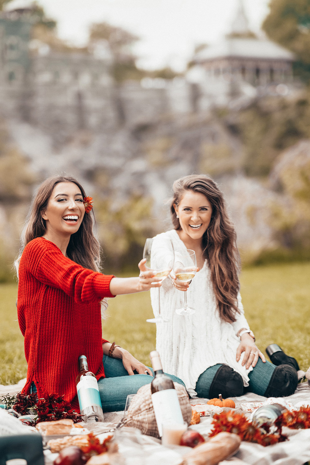 Fall Picnic Inspo with Rueda Verdejo Spanish White Wine. Cheers. Bloggers drink wine.