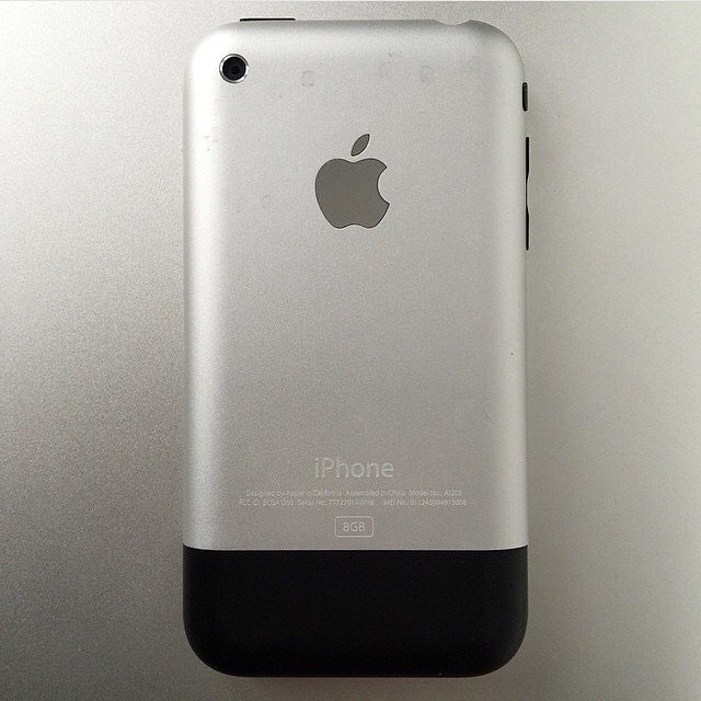 #tbt 1st Generation iPhone 8GB #framedtech #art #gadgetstore #gaming #makers #makerssummit 🕹💾💻📱