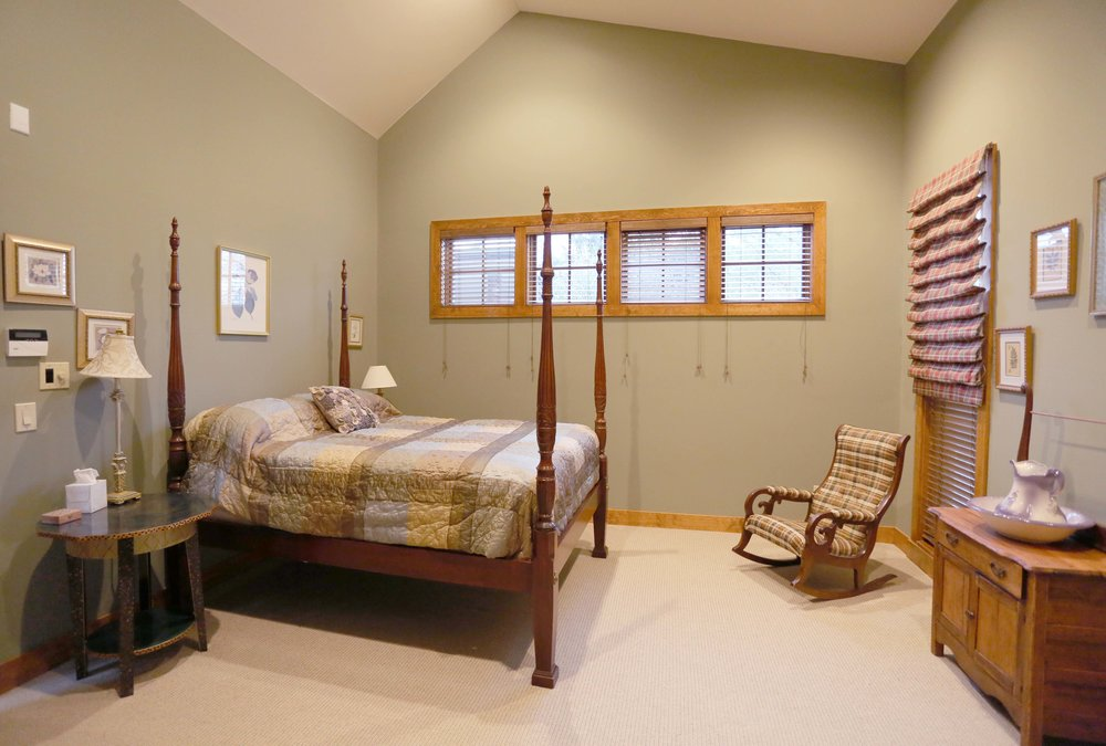 The Circle Lodge Master Bedroom has a Queen bed and private full bathroom with jacuzzi. $190/weekdays; $215/weekends. 2 night minimum.