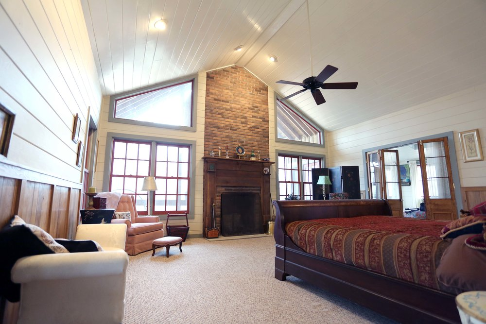 The LakeTrail West Wing includes the master bedroom (king bed), the Sunroom (two twin beds), and the Master Loft (twin bed). Guests share a full bath with each other and have access to a half-bath in the common area. An airy kitchen, dining area, and cozy living room are shared with the East Wing.