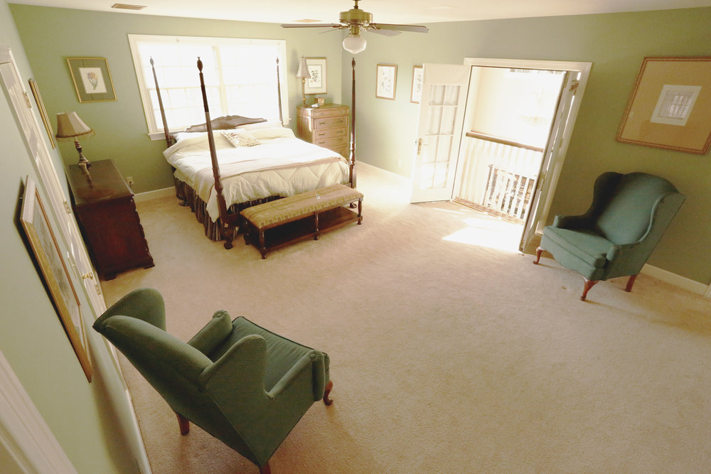 Two huge rooms (Balcony Room and Garden View Room) have a common full bath with two basins). Three or four beds may be added. The adjacent Parquet Room (king bed) may be added to this suite, but guests in that room must share the Jack and Jill bathroom.