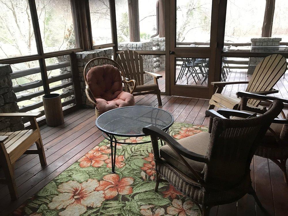 CL screened indoor porch.JPG