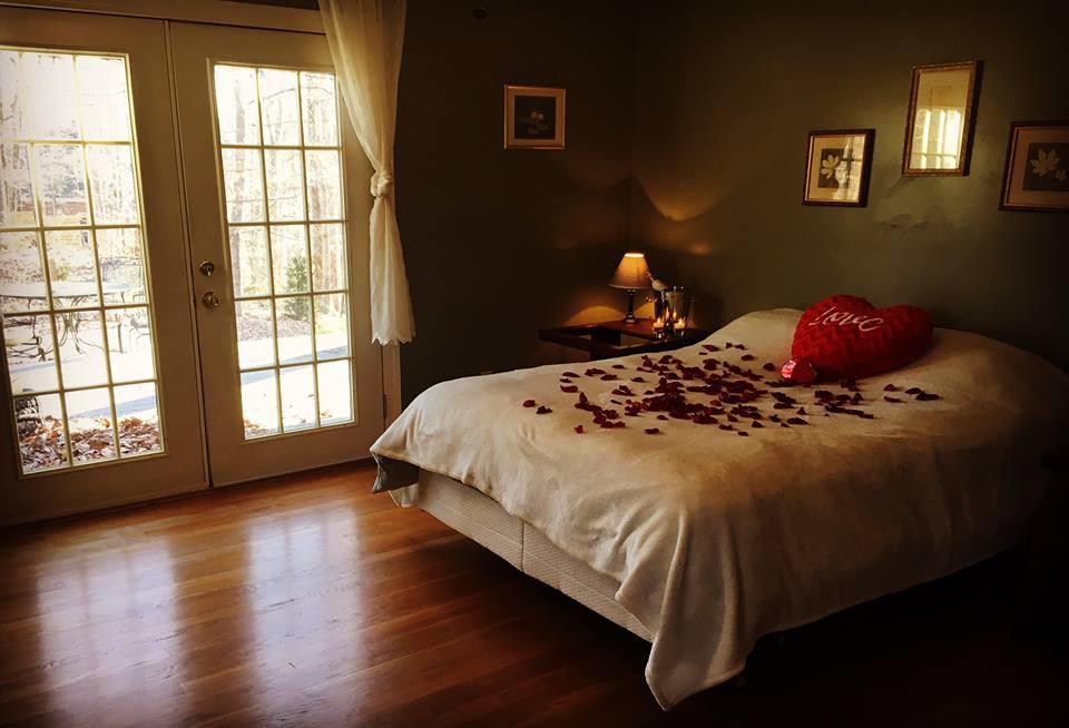 Blackberry House master bedroom - Queen