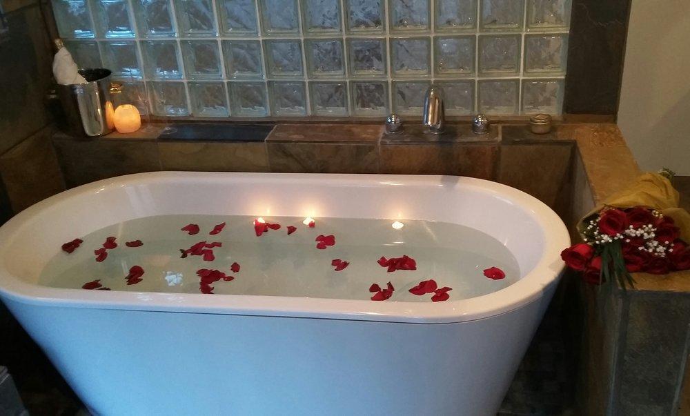 Parrot House - Master bath