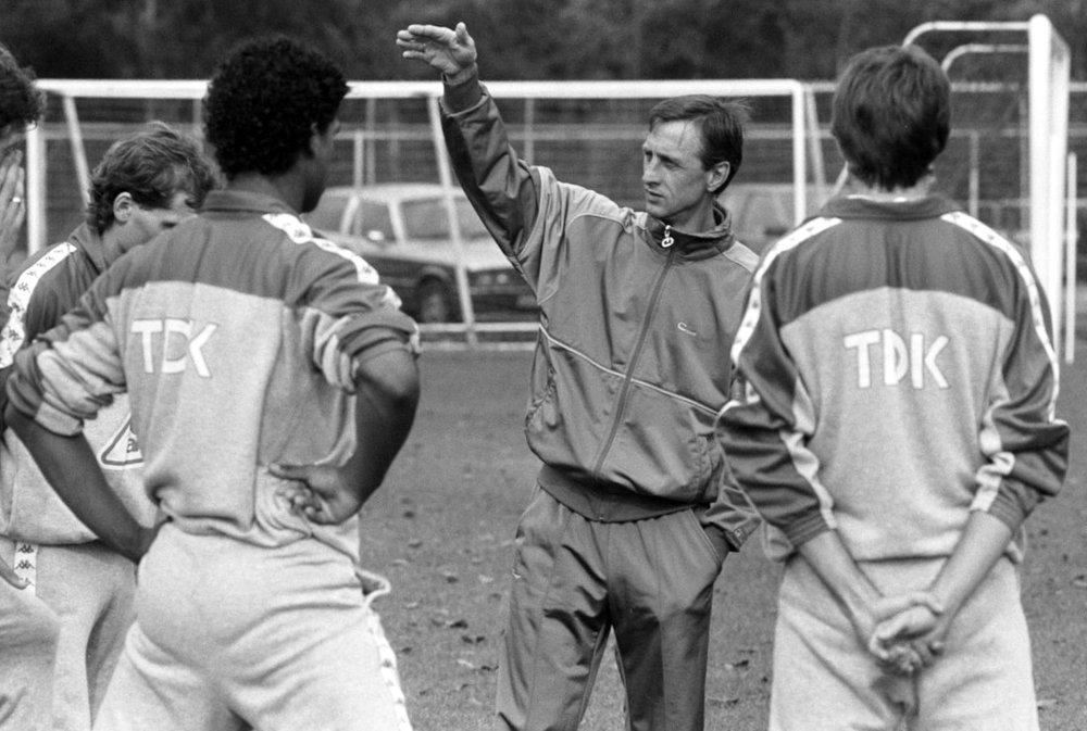 Johan_Cruyff_tijdens_training_Ajax.jpg