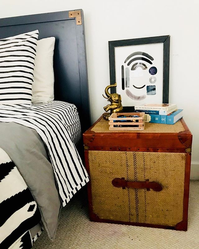 "O is for Oliver. This 11x14"" piece of personal abstract art is just what this little nightstand needed.👌🏼 ⠀⠀⠀⠀⠀⠀⠀⠀⠀ Photo and gorgeous styling by @natashatempleton14"