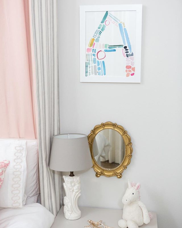 Our Color collection brightening up little corners in every room.⠀ ⠀⠀⠀⠀⠀⠀⠀⠀⠀⠀ Beautiful styling by @olivejuicechicago⠀ ⠀⠀⠀⠀⠀⠀⠀⠀⠀⠀ Don't forget the Peace Sign is up on the site! Listed yesterday and going fast. ✌🏼out week. Hello weekend.