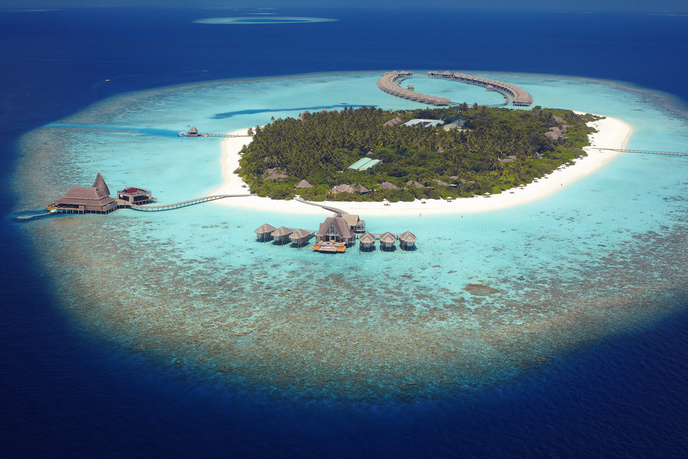 61614085-H1-Anantara_Kihavah_Villas_Aerial.jpg