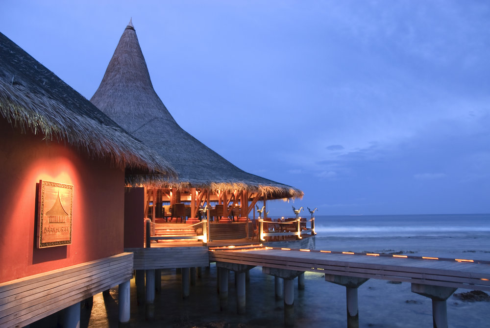 Baan_Huraa_exterior_at_night.jpg