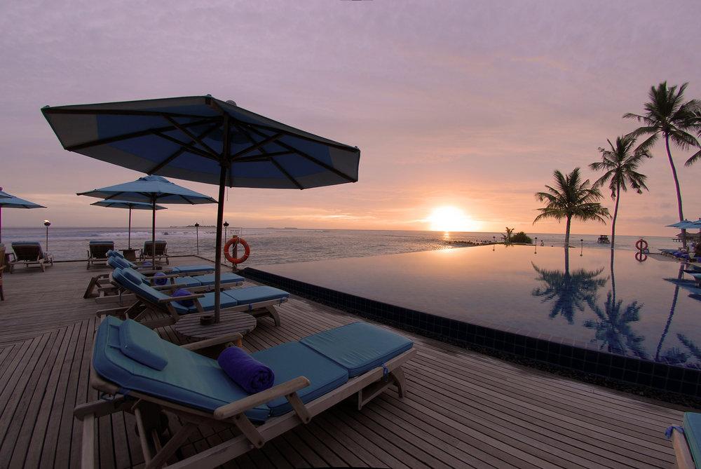 Pool_at_sunset.jpg