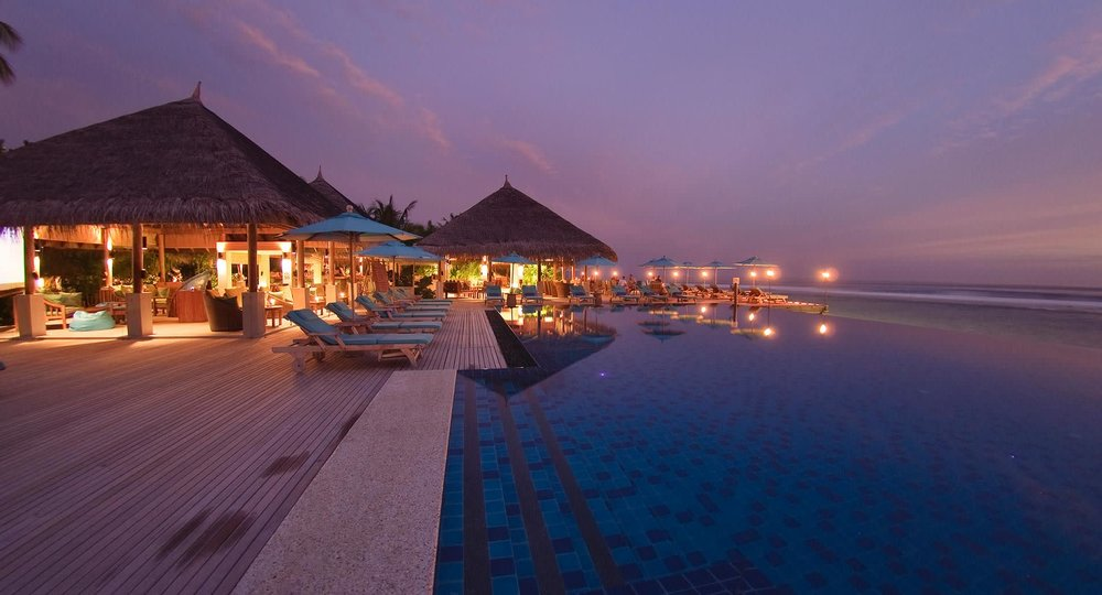 anantara_veli_maldives_dhoni_bar_and_pool_1920x1037.jpg