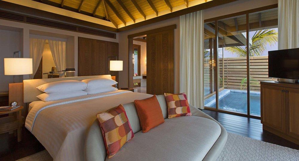 anantara_veli_maldives_ocean_pool_bungalow_bed_pool_view_1920x1037.jpg