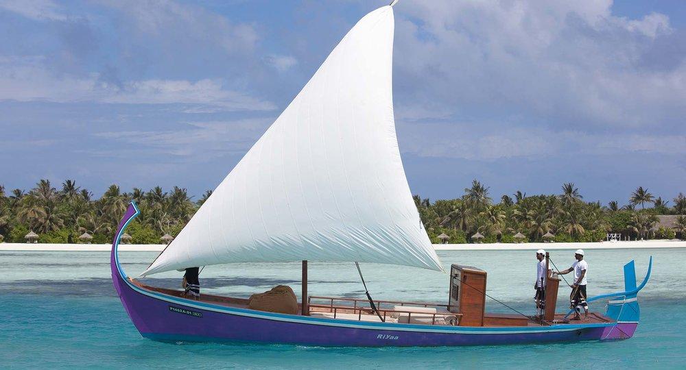 anantara_dhigu_maldives_riyaa_dhoni_sunset_cruise_1920x1037.jpg
