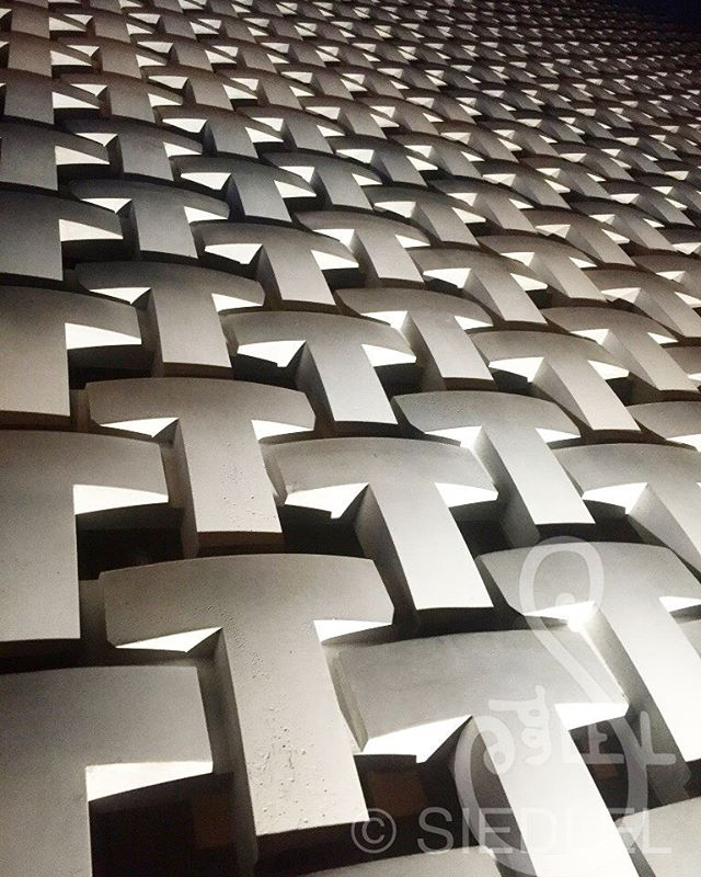#nightphoto #outside #tsutayabooks in #daikanyama #tokyo ... reminded me of #tetris  #asicit #SIEDLEL #texture #texturephotography #inspiration #myview #original