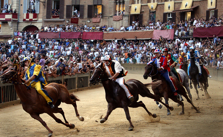 Ten horses, a beautiful square, medieval costumes and lots of passion make the Palio one of the most difficult, demanding and spectacular races of the world.