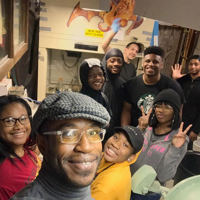 Today we had students from the area visit Indie Lab's weekly open house!  These are teens whom excel and have have a strong interest in STEM. -  We spoke about everything from repair and DIY/maker movement to materials science and chemical analysis. -  Thank you Kyle for allowing us this wonderful opportunity!🔬🙏🏾♻️⚛️🛠🇺🇸 #mentoring #STEM #leadersoftomorrow #blackexcellence #reachoneteachone #science #tour #highschoolstudents #kids #makersmovement #wetlab #instagood #instadaily #instagram #IndieLabRVA #TMMindustries #Librecycle #REAP #Nano99accelerator #makersgonnamake #thelablifechoseme #BlackGirlsCode #startuplife #Nanotechnology #ProfessorX #engineering #urbanyouth #outreach #givingback