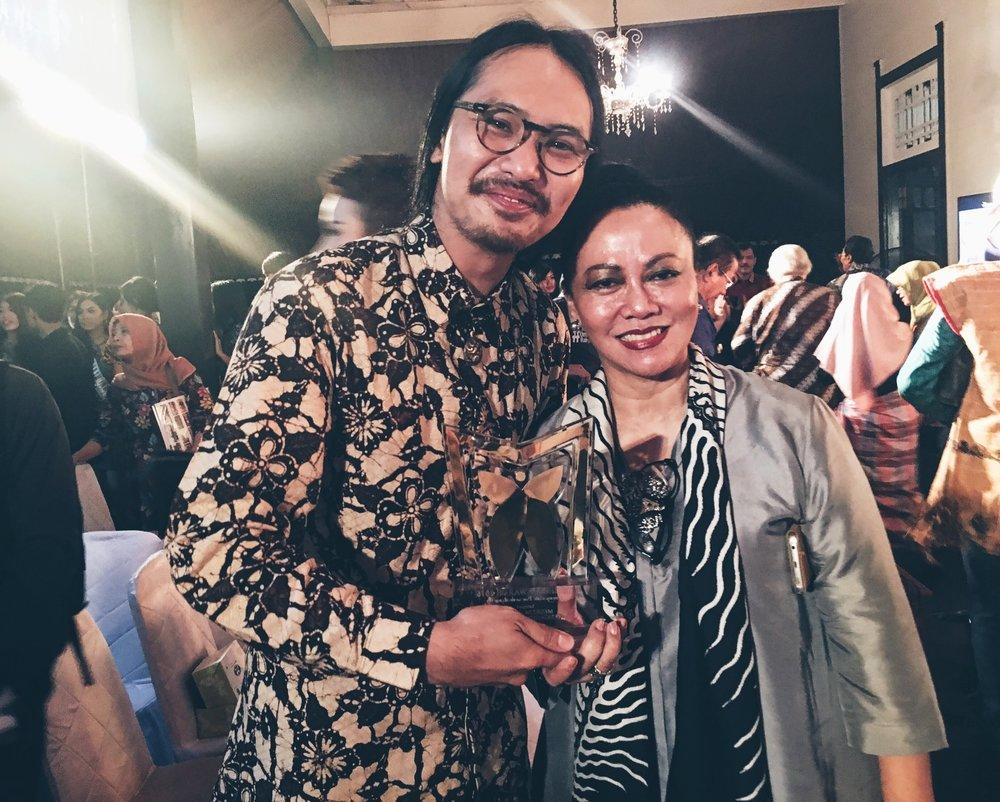 Anggiea Prawira Tjong bersama ketua Dewan Juri, Ibu Prof. Wiendu