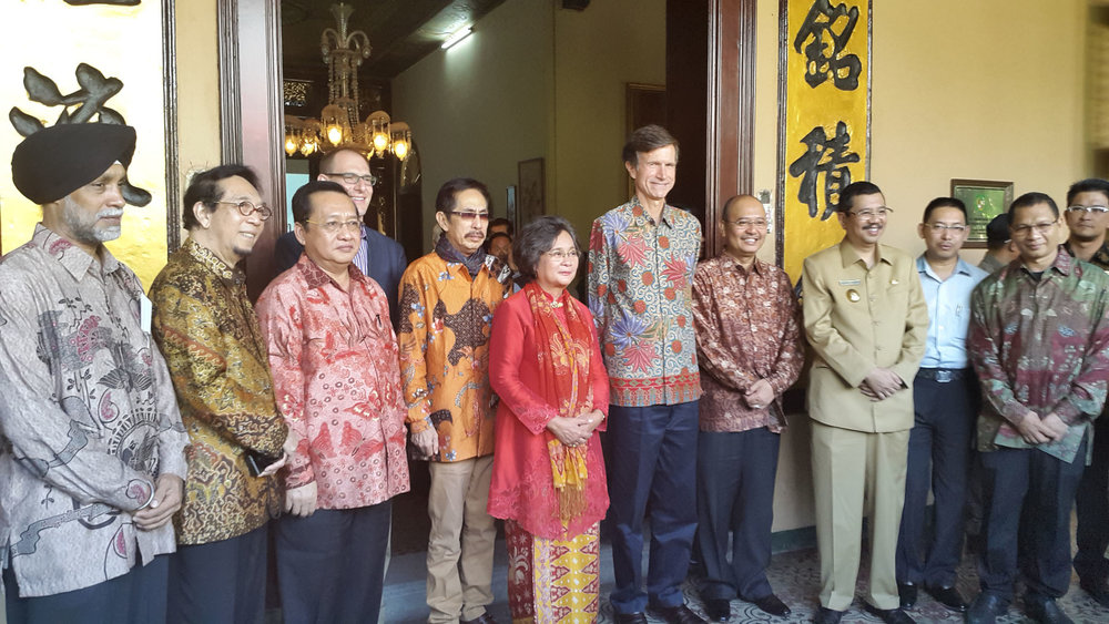 Fourth from left: U.S. Consul Robert Ewing, Mr. Fon Prawira, Mdm. Meutia Hatta, U.S. Ambassador Robert Blake, Mayor of Medan Drs H T Dzulmi Eldin S MSi , Vice Governor of North Sumatera Ir H Tengku Erry Nuradi MSi, and other honored guests Photo by: Dame Ambarita/SUMUTPOS.CO