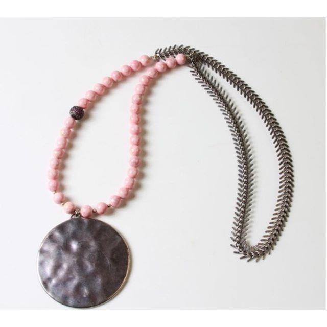 Silver and pink. Www.mussojewelry.com#silver#pinkisthenewblack#delicat#pretty#chic#rock#white#voyage#handmade#diamond#abidjan#mussolovejewelry#💋#