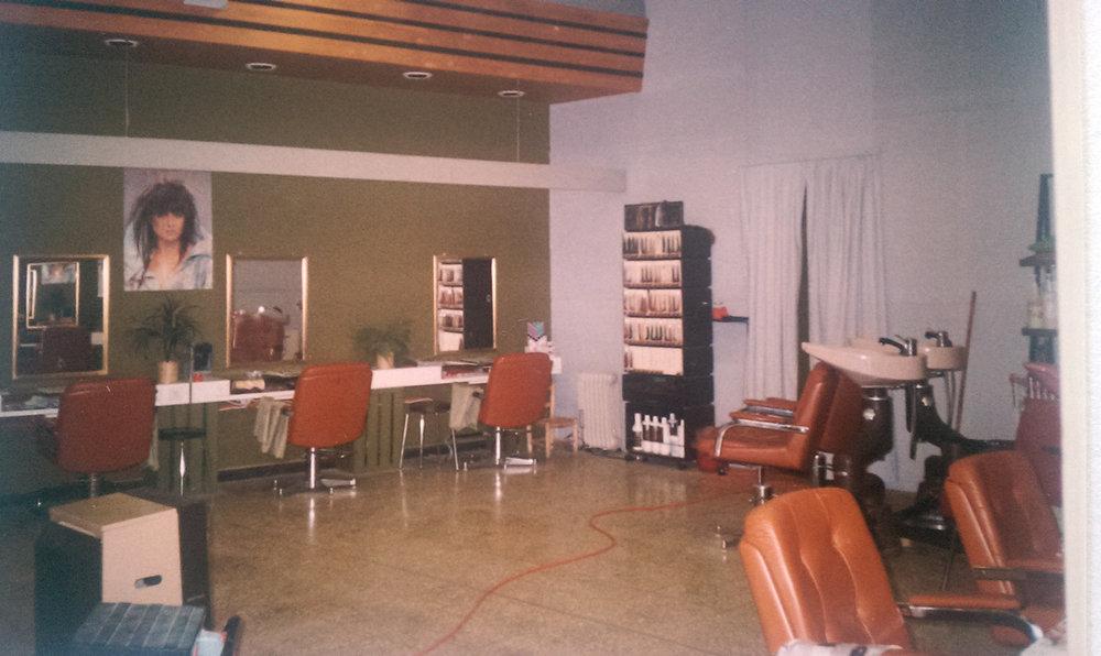 1988 provisorischer Salon nach Wasserschaden im Hauptgeschäft in Glarus