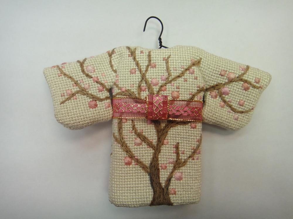 To111 Pink Flower Kimono