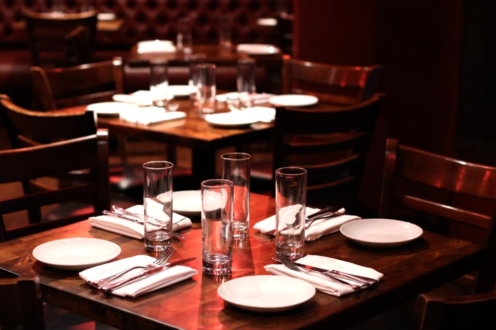 Lou Bird's Restaurant bar shot light 1600.png