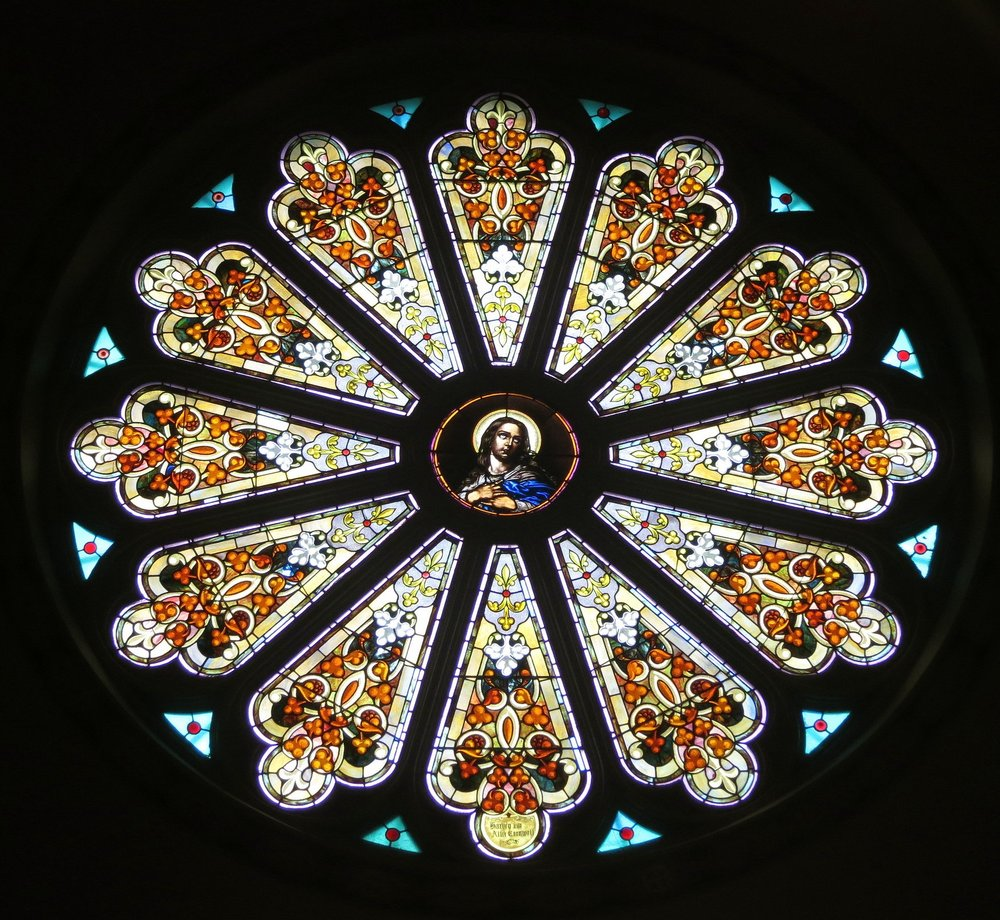Saint_Thomas_the_Apostle_Church_(Ann_Arbor,_Michigan)_-_interior,_rose_window,_the_Blessed_Virgin_Mary.jpg