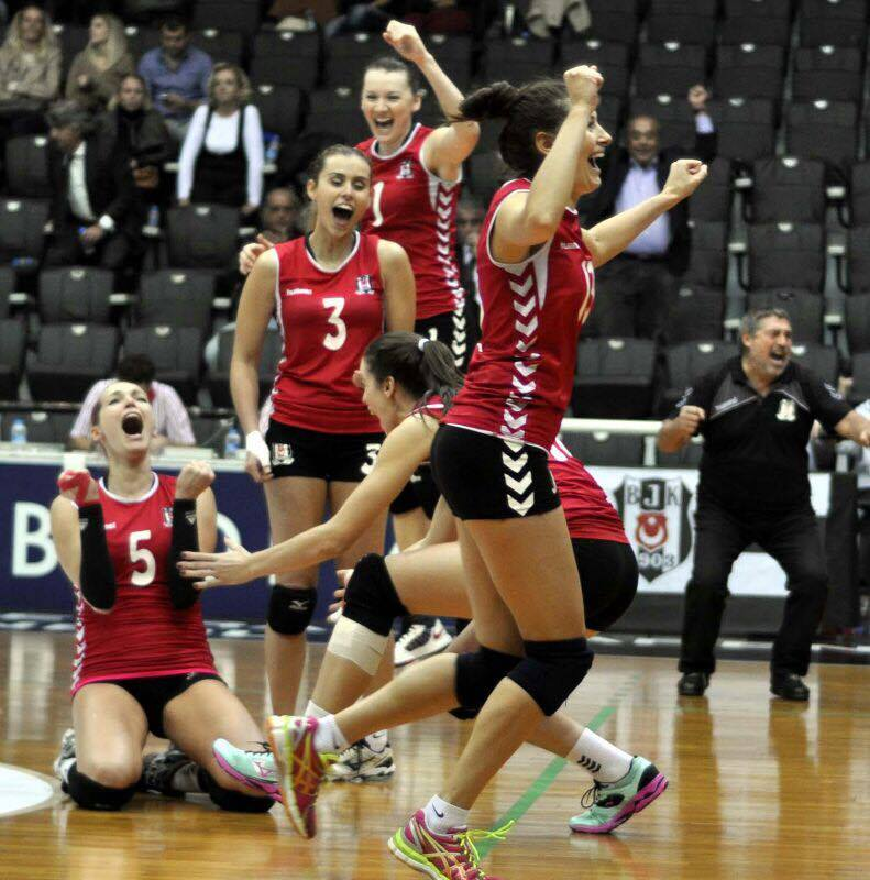 Celebrating a kill block, Besitkas JK (IST), 2013/2014