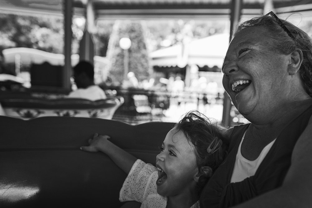 Carnival and ride park adventures with extended family is a great idea of a family documentary session where everyone can have fun together and not worry about smiling for the camera!