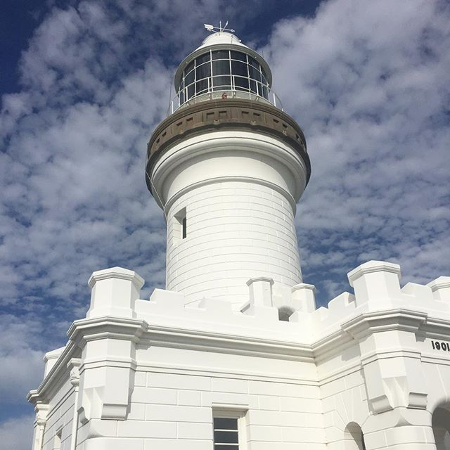Byron Bay Lighthouse 💡  _ _ _ _ _ _ _ _ _ _ _ _ _ _ _ _ _ _ _ _ _ _ _ _ _ _ _ _ #byronbay #byronbaylighthouse #lighthouse #home #blog #travelblog #travelblogger #gcsummer #adventurer #bluesky