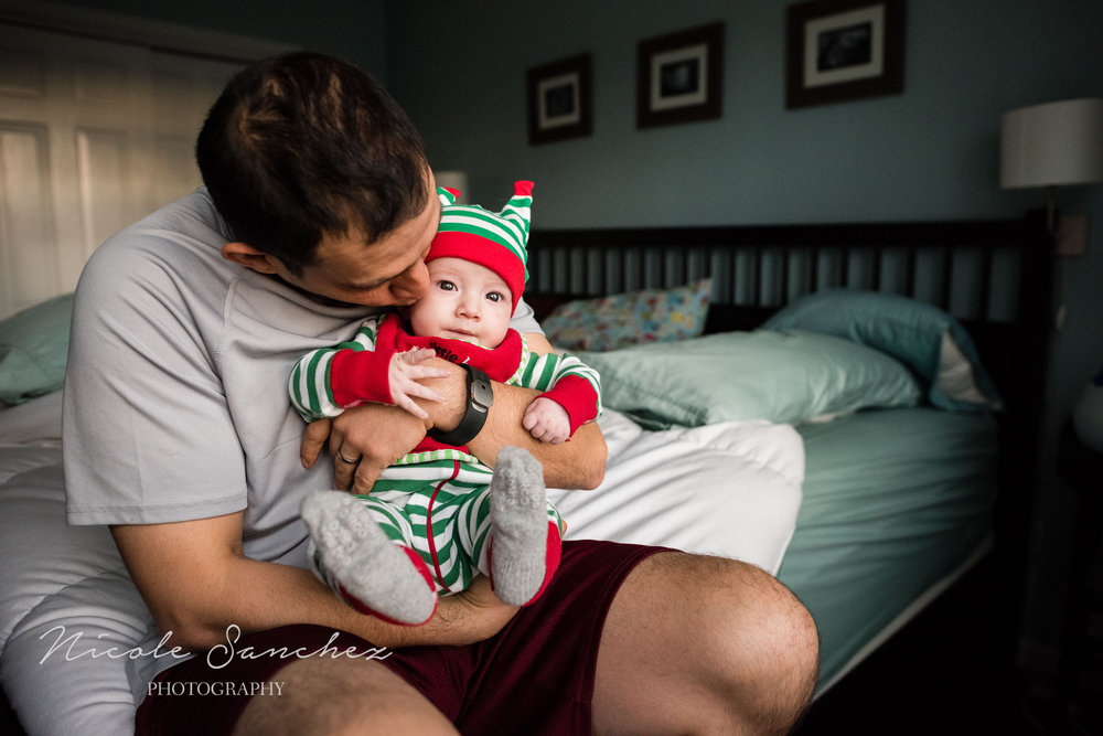 photographing-holiday-traditions-nicole-sanchez-northern-virginia-family-photographer-2.jpg