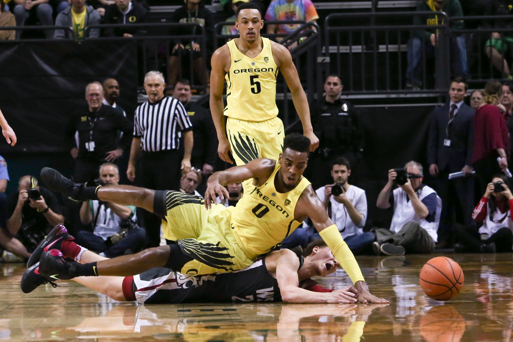 Oregon forward Troy Brown lunges for the ball. Oregon basketball take on the Washington State Cougars at Matthew Knight Arena in Eugene, Ore. on Feb. 11, 2018. (Natalie Waitt-Gibson/Emerald)