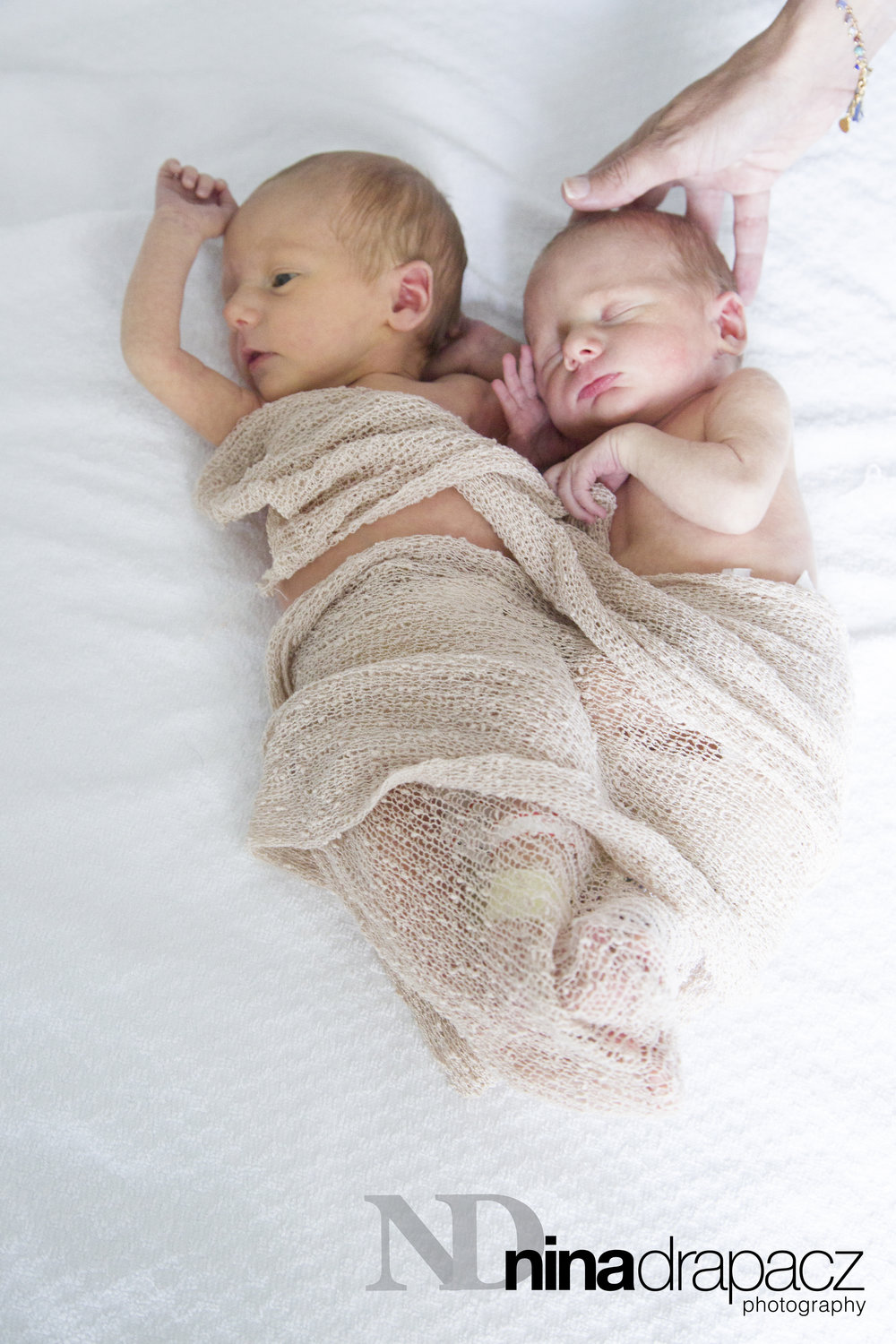 twinnewborns33.jpg