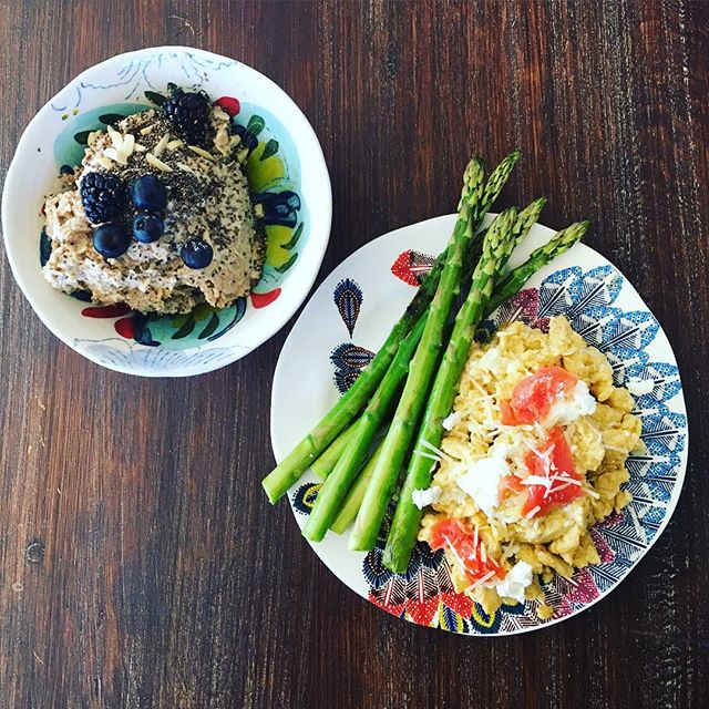 Taos breakfast. Overnight oats (taught to me by the ever talented @apurifiedlife) are THE greatest. Soak rolled oats with coco milk, maple, almond extract and salt. Top with anything- chia, berries, gojis, toasted coconut. Asparagus, smoked salmon & chèvre scramble kept us energized for off-road adventures all day ❄️🚙🏔🍺