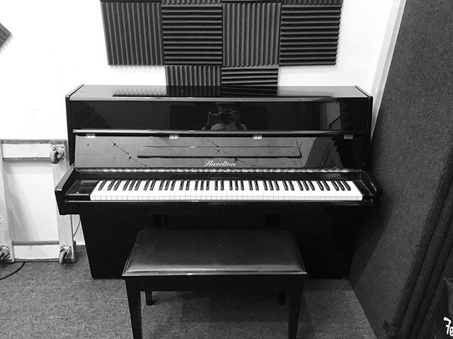 Thankful for my extended family. They helped me move this heavy beast into the studio Christmas morning. #studioflo #piano #merrychristmas